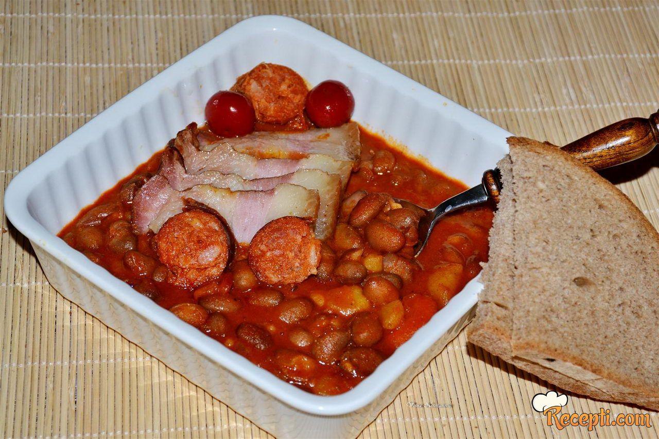 Zapržen čorbast pasulj (iskoristite varivo od pasulja s dimljenim mesom)