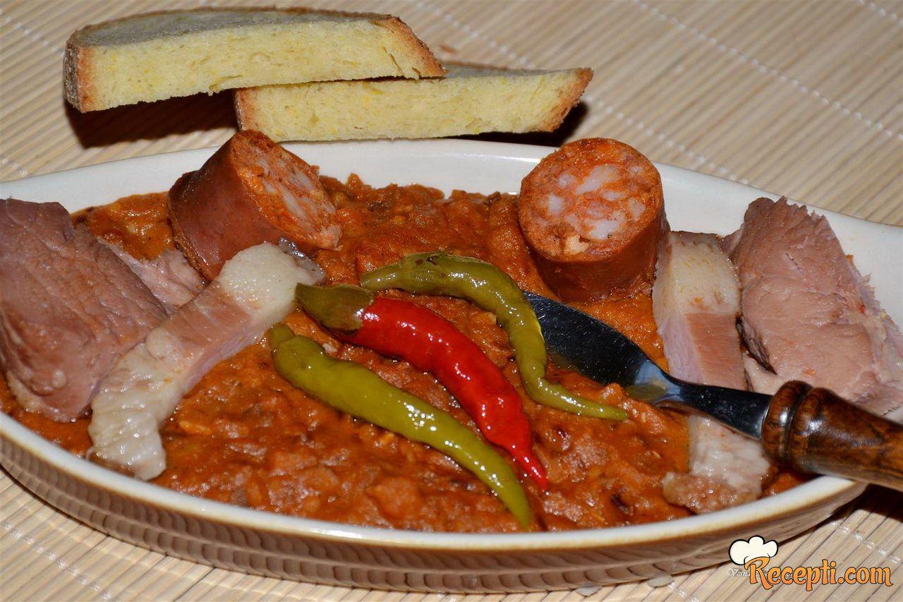 Zapržen pire od pasulja (iskoristite varivo od pasulja s dimljenim mesom)