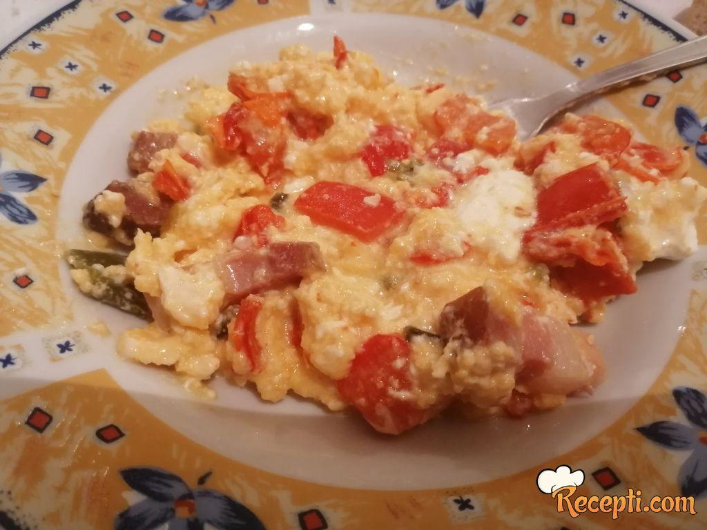 Obrok sa slaninom, paprikom i jajima