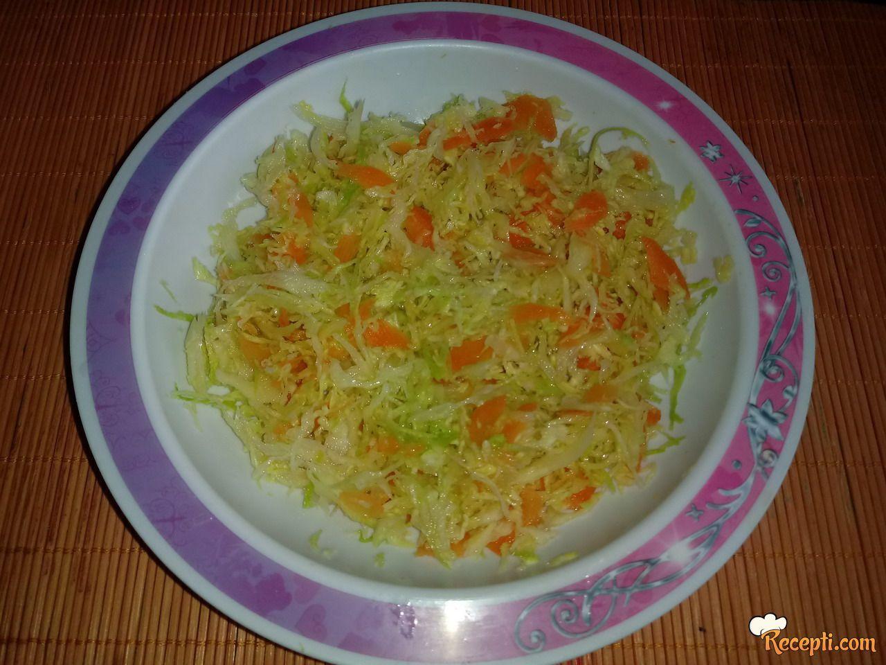 Kupus salata sa šargarepom