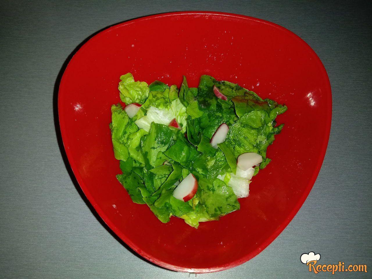Zelena salata sa rotkvicama