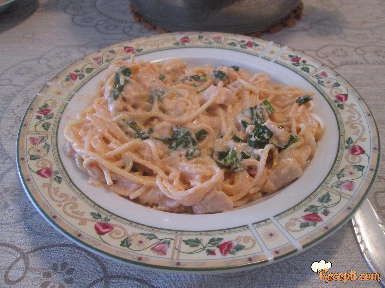 Špagete u kremastom sosu sa spanaćem