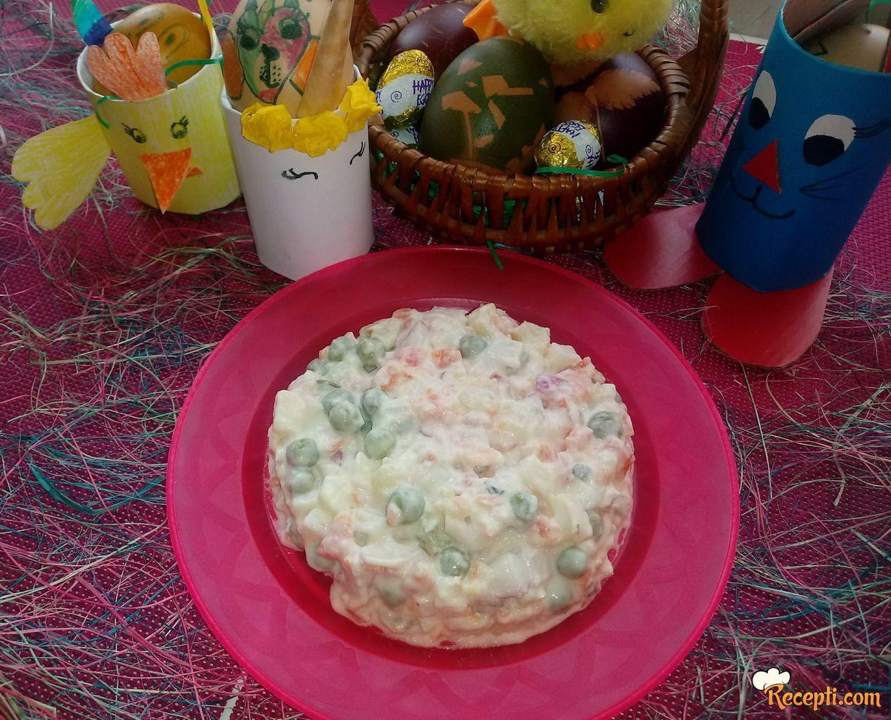 Ruska salata sa belim mesom i rotkvicama