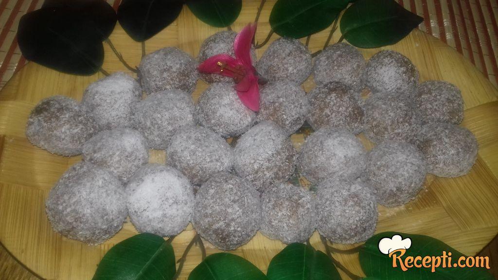 Kuglice sa ovsenim pahuljicama i kokosom