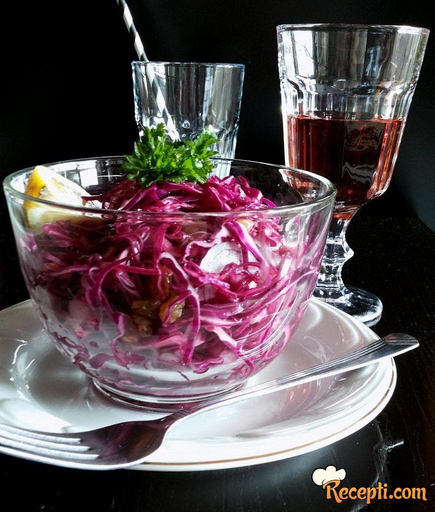 Salata od crvenog kupusa