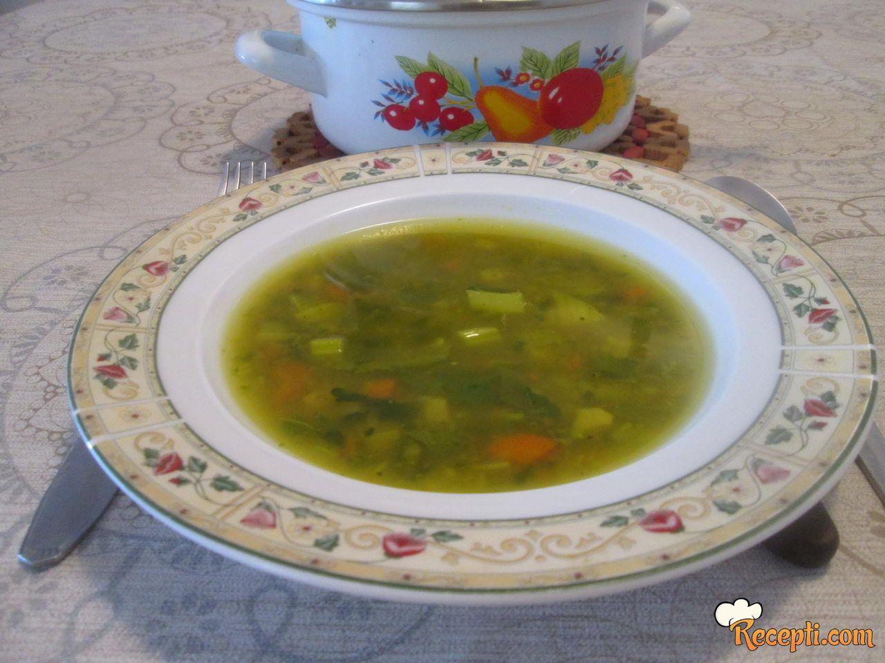 Supa sa lišćem od karfiola