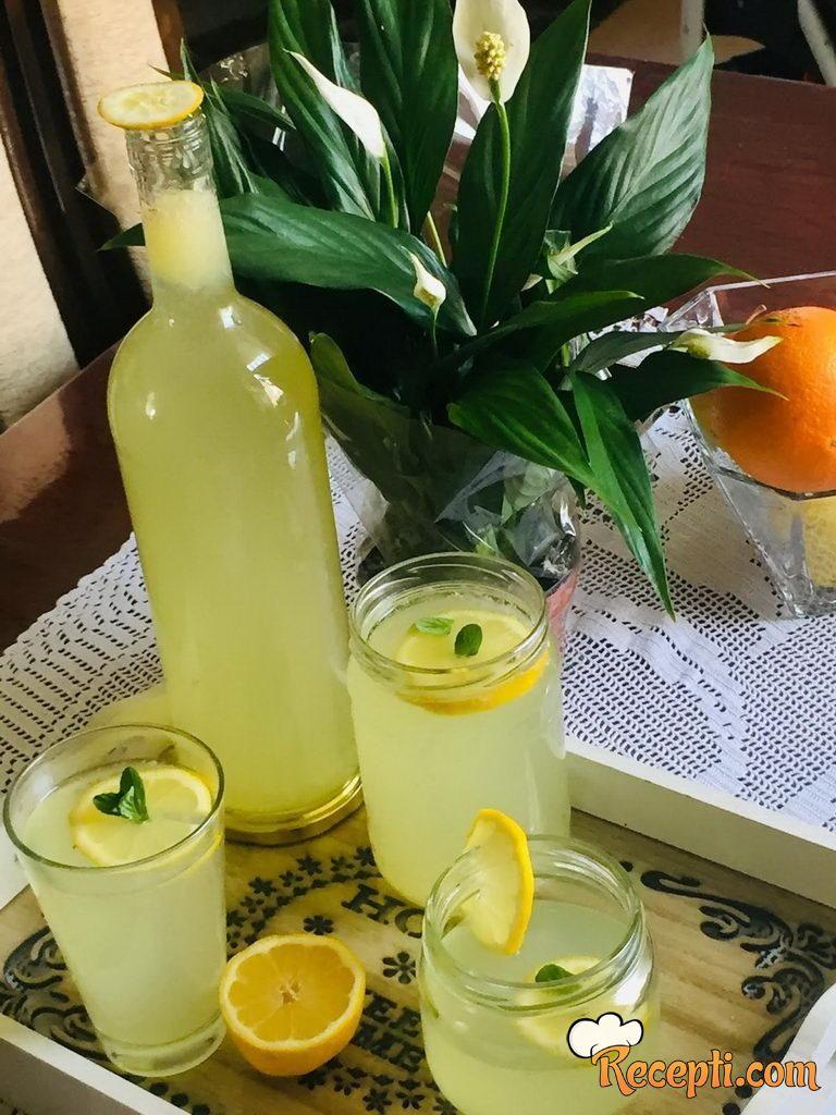 Domaća limunada