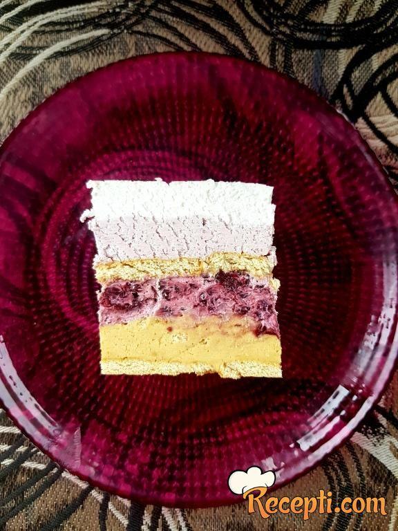 Posna torta sa kupinama