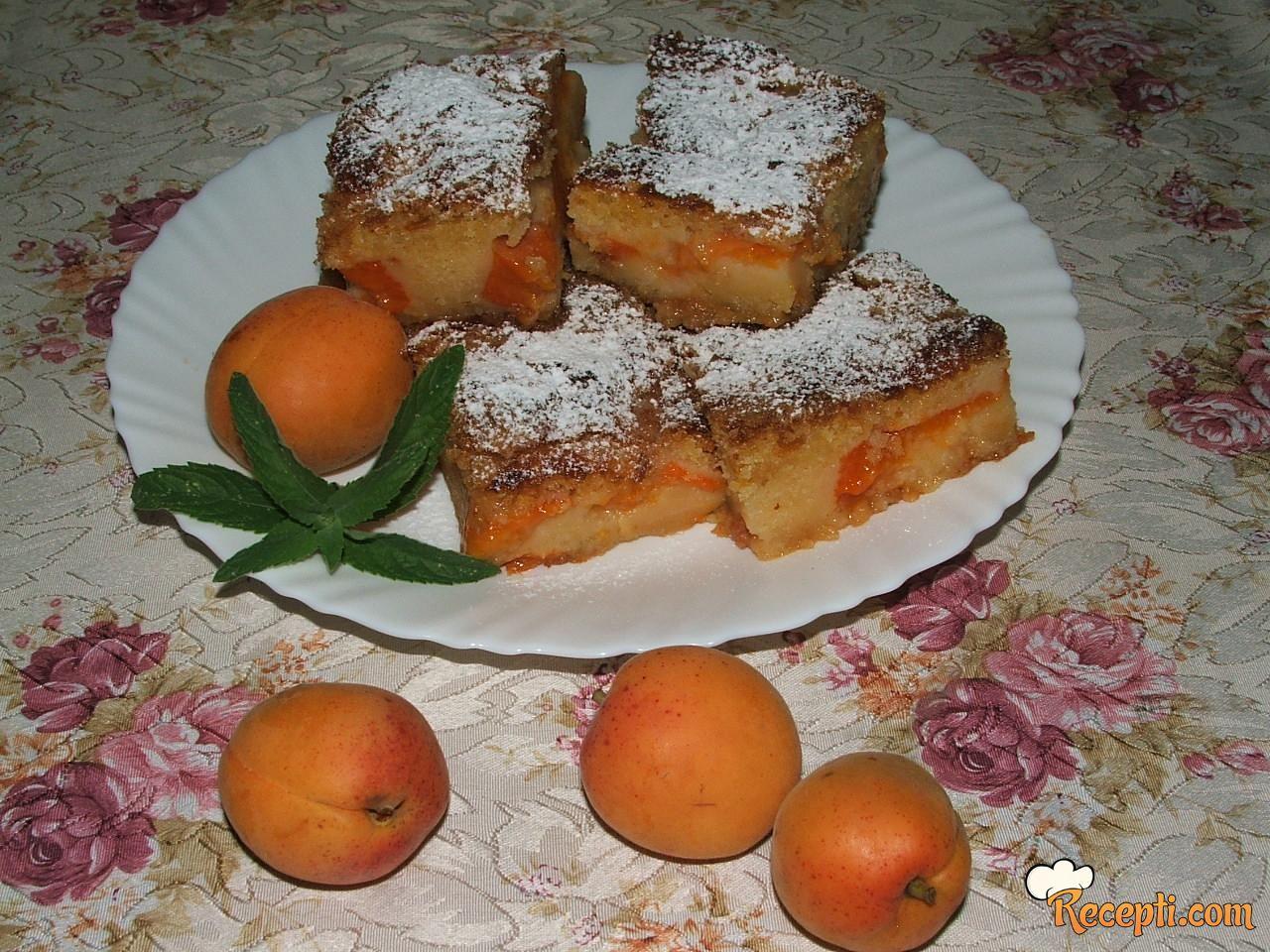 Starinski kolač sa kajsijama