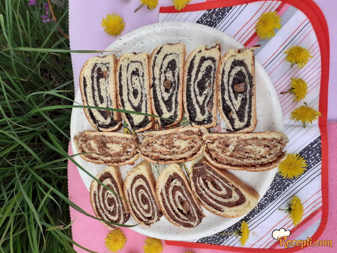 Štrudle (mak, lešnik, rogač, čokolada)