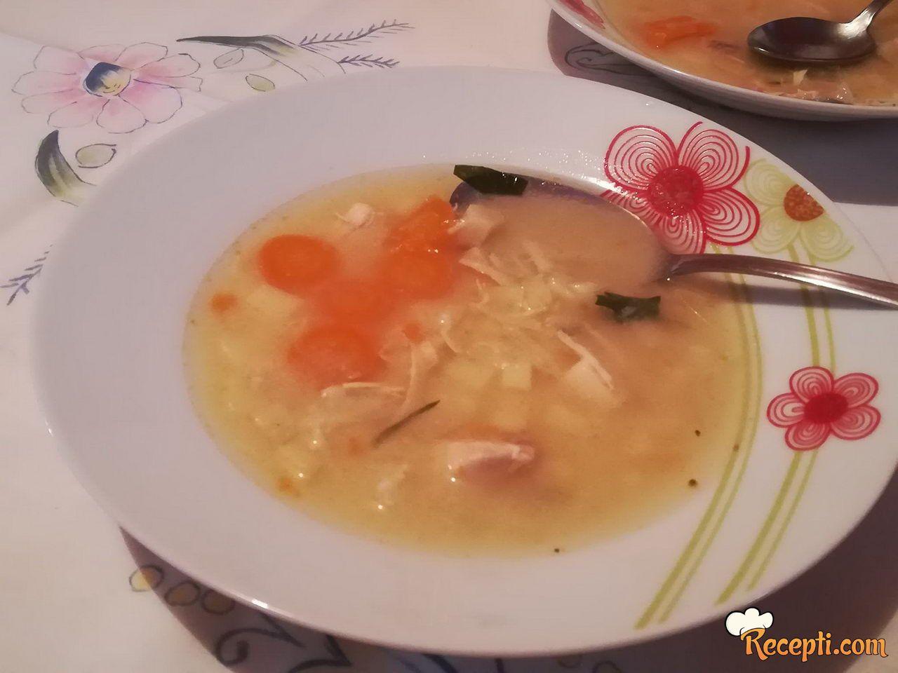 Čorba (pileće belo, šargarepa, tikvica, krompir)