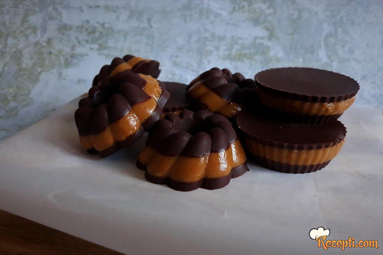 Čokoladne korpice sa kikiriki puterom