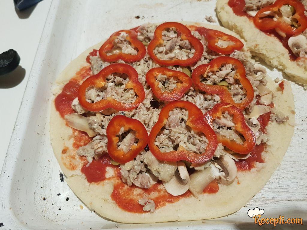 Pizza sa tunjevinom