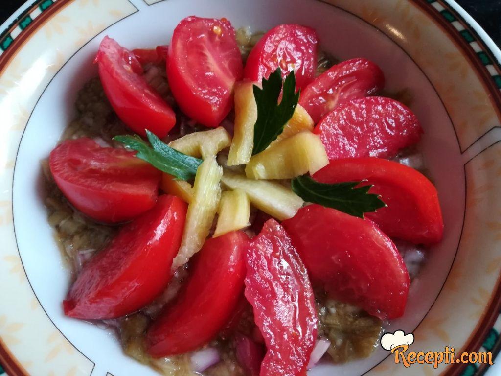 Salata od plavog paradajza