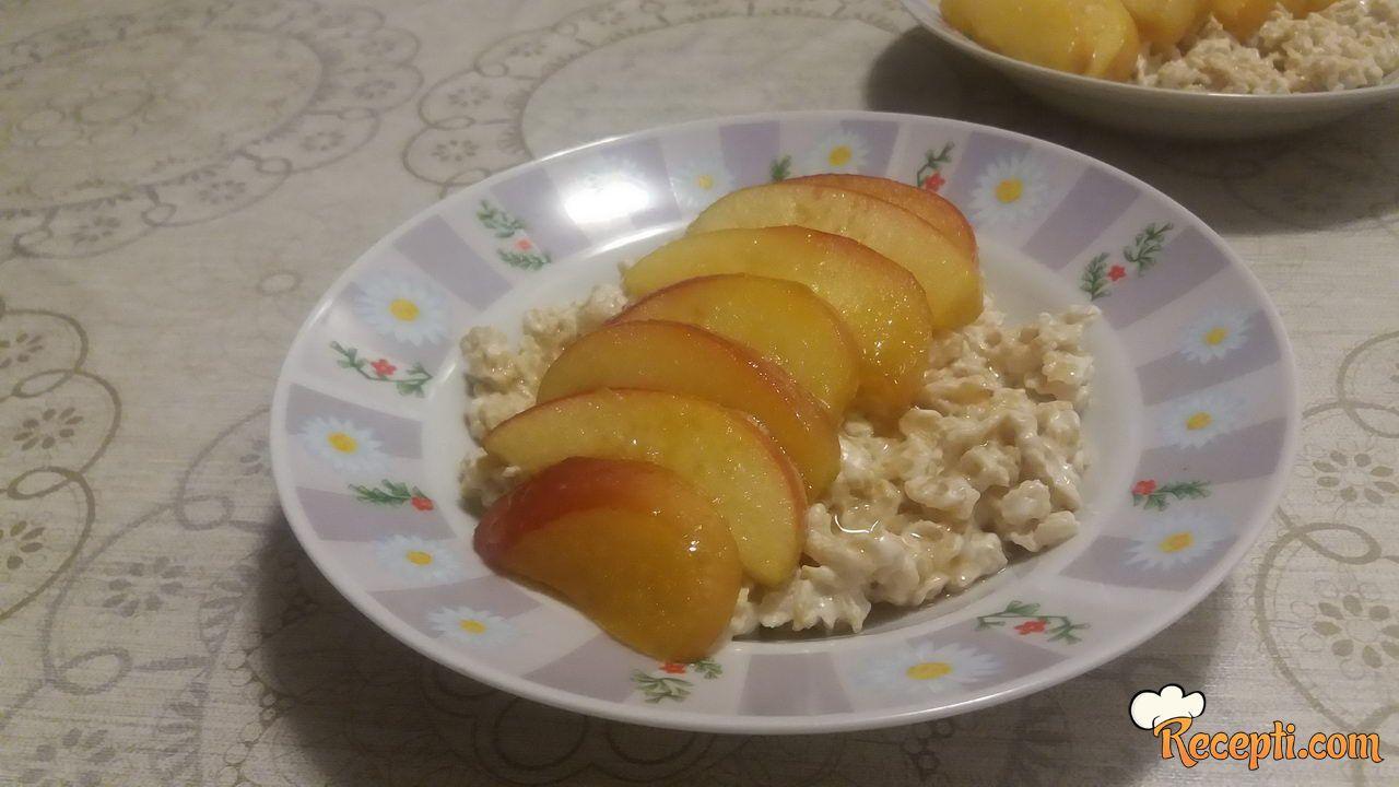 Jabuke sa ovsenim pahuljicama