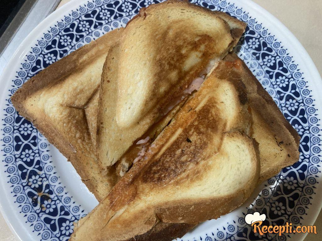 Tost sendvič (2)