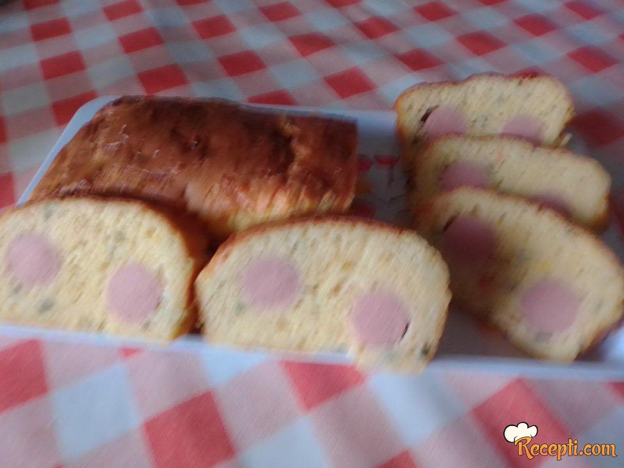 Slani kolač s viršlama