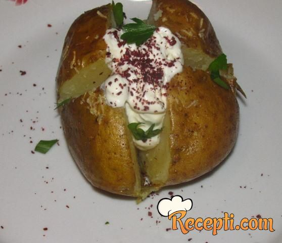 Pečeni krompir sa fetom i sumakom