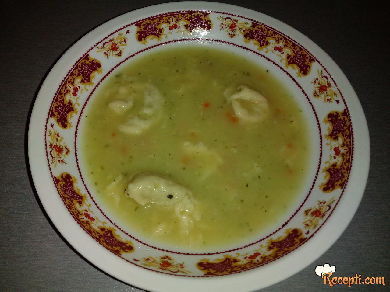 Pileća krem supa sa knedlama