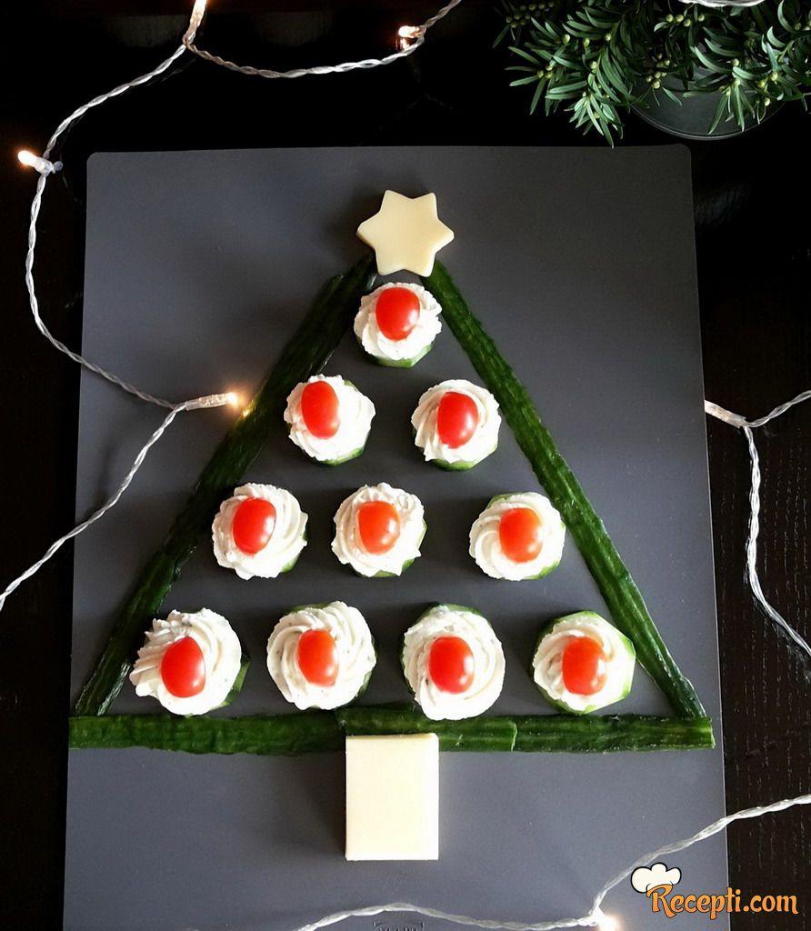 Božićno drvce od krastavaca i krem sira