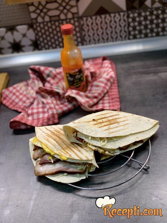 Tortilja sendvič