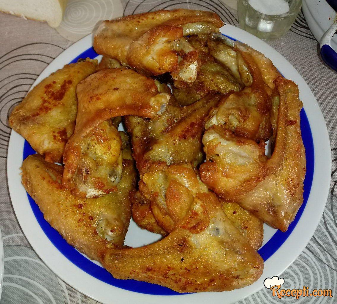 Pileća krilaca pržena na tanjirači