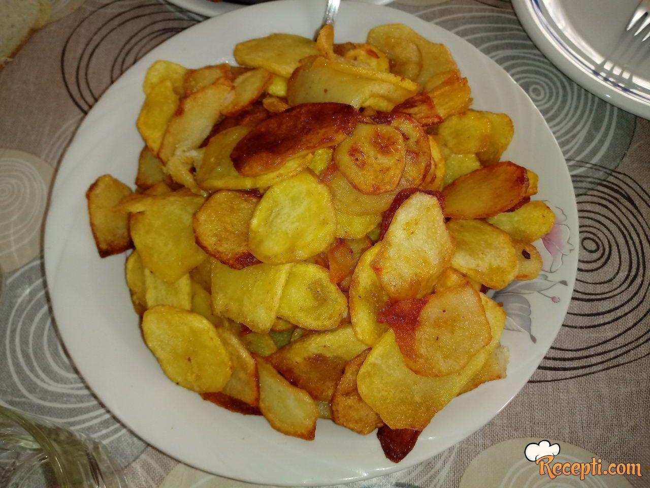 Prženi krompir na tanjirači