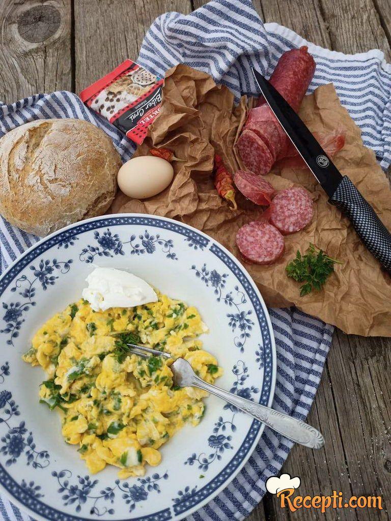 Jaja sa sirom i peršunom