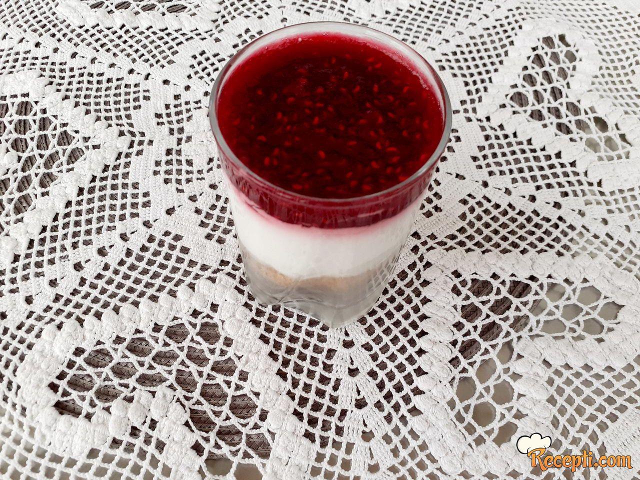 Čizkejk u čaši (2)