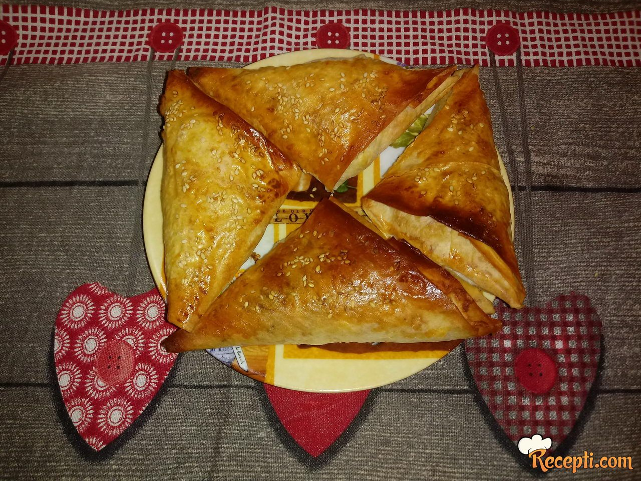 Trouglovi sa sirom i pavlakom