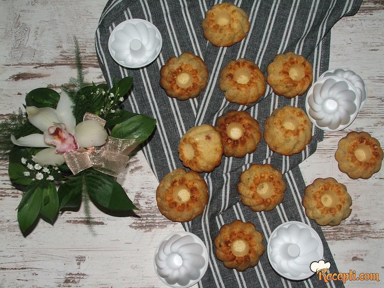 Mini kuglofčići sa kandiranim voćem