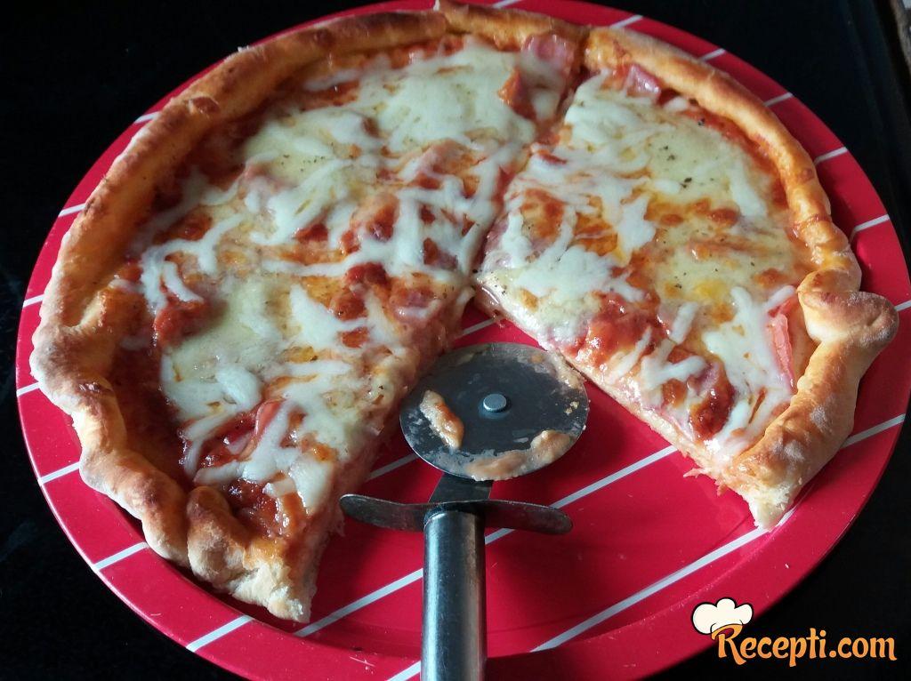 Pica sa svežom mocarelom i kačkavaljem