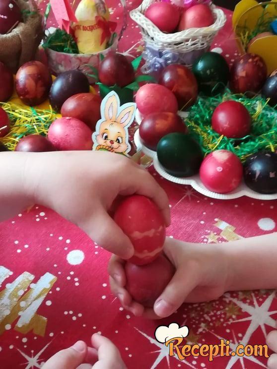 Uskršnja jaja (farbana bojom za kolače)