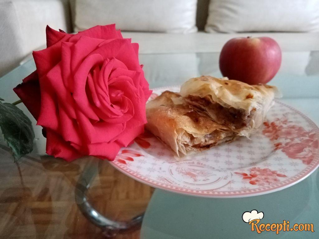 Pita sa jabukama i cimetom
