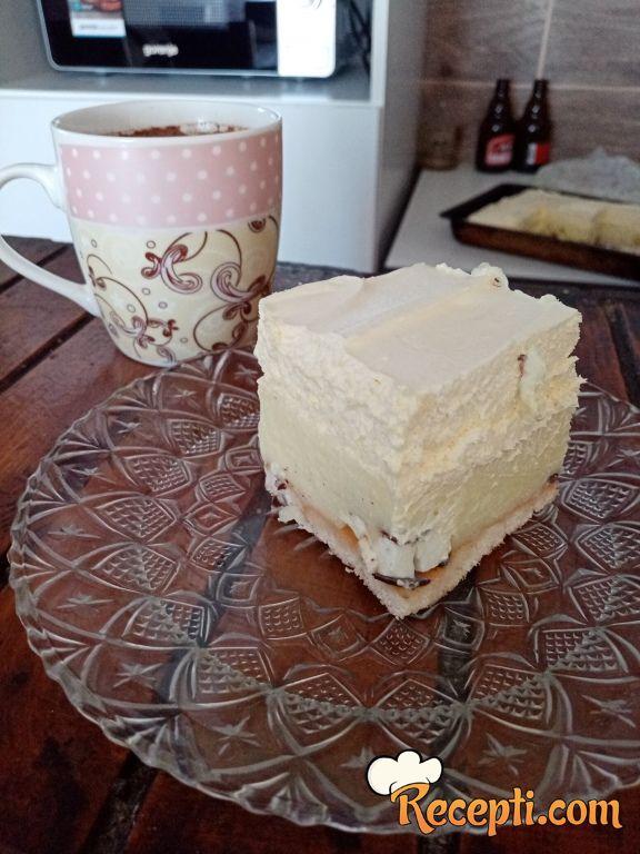 Vanil kolač sa krem bananama