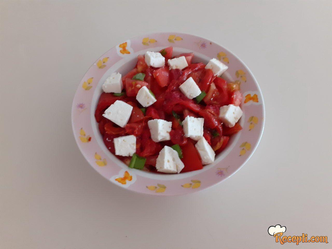 Salata sa pečenom paprikom