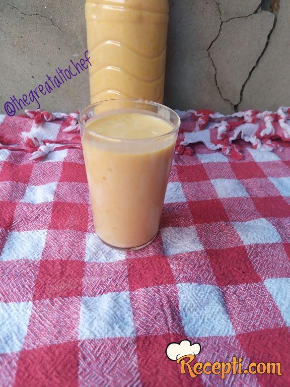 Persijski voćni jogurt od kajsije