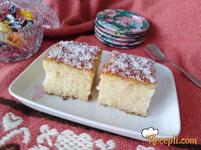 Sočni kokos kolač