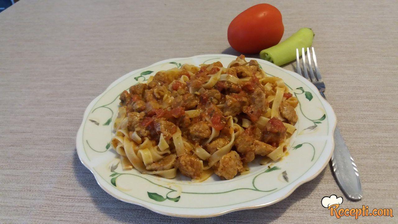 Taljatele sa junećim mesom u paradajz sosu