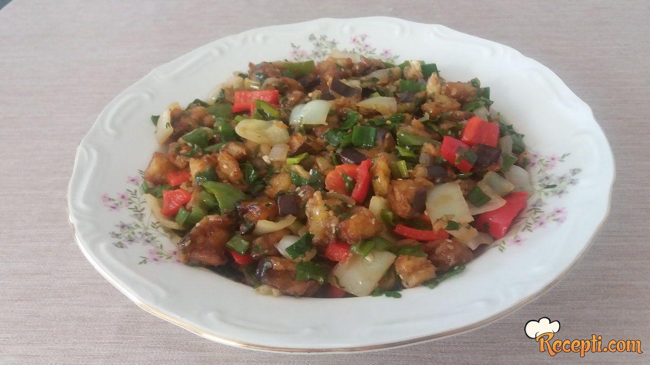 Salata sa plavim paradajzom