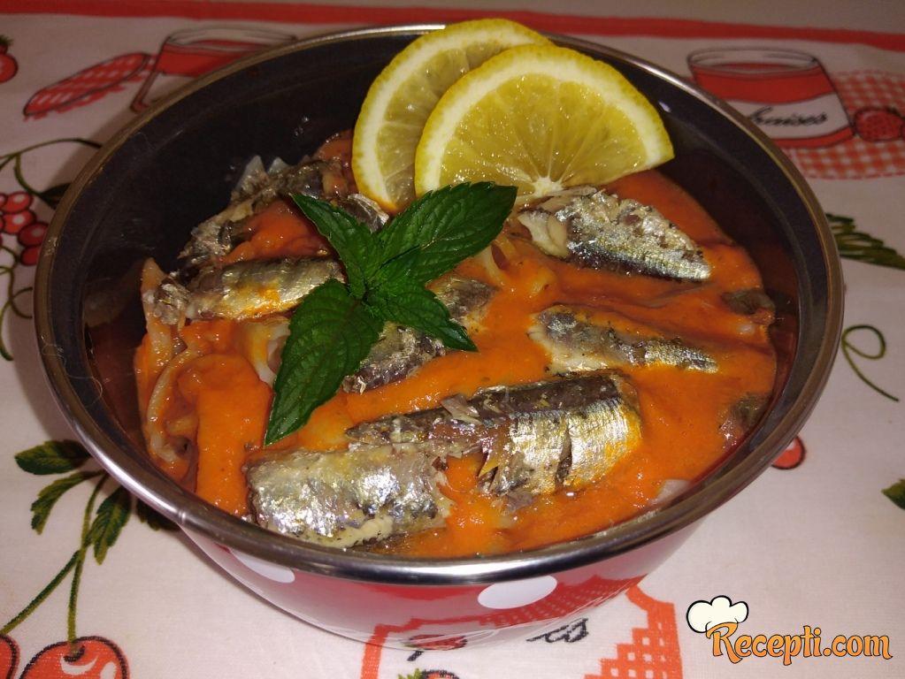 Testenina u paradajz sosu sa sardinama