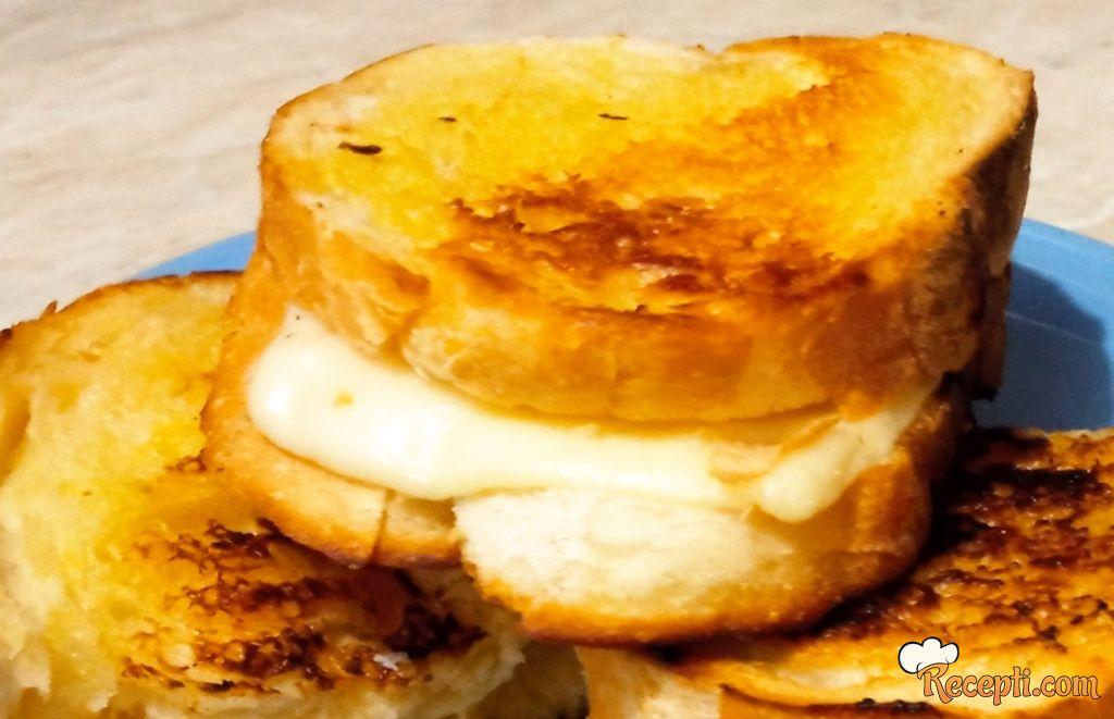 Grill sendvič sa sirom