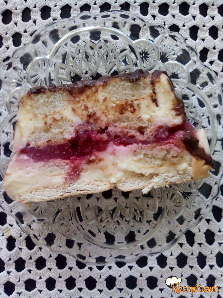 Brza krem torta sa višnjama i keksom