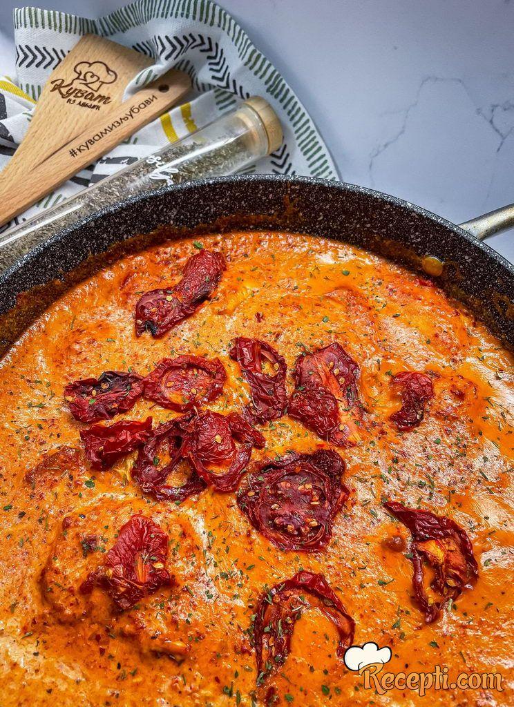 Piletina u sosu od sušenog paradajiza