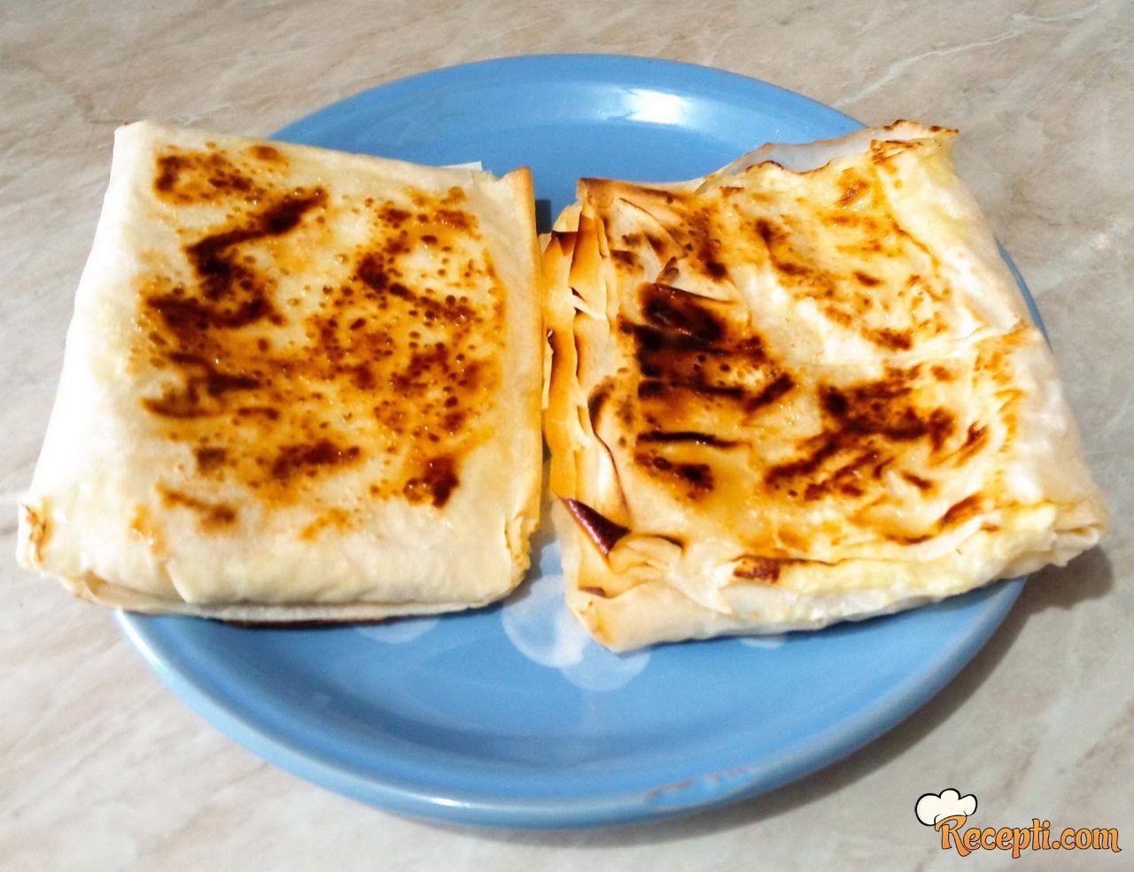 Pita sa sirom iz tiganja