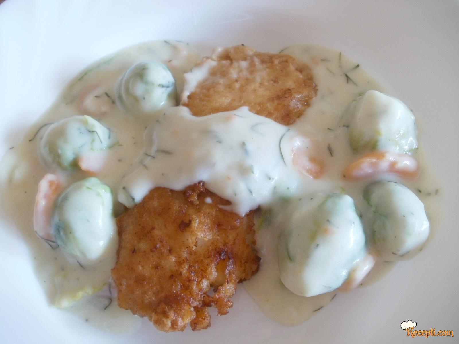 Oslić sa prokeljom i mrkvom u belom sosu