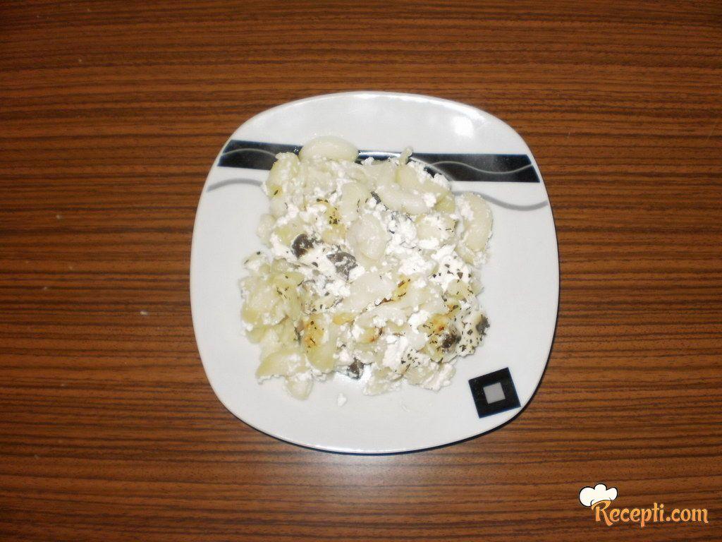 Makarone sa pečurkama (2)