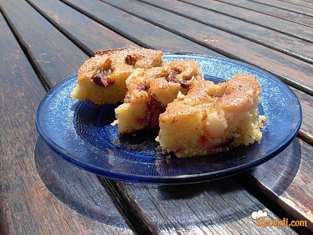 Voćni kolač (kruške i šljive)
