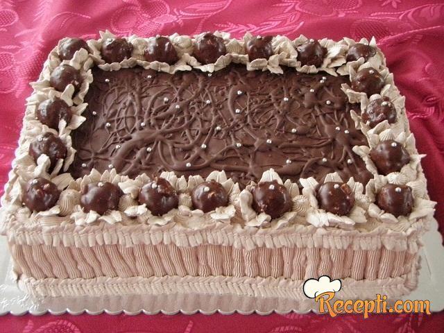 Lešnik-napolitanka torta