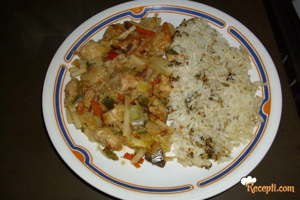 Pileće belo meso sa kineskim povrćem i narandžom